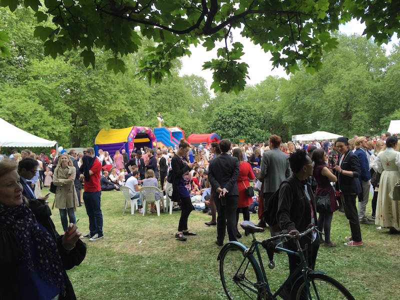 Fint vær og masse folk i Southwark Park/Beautiful weather and lots of people in Southwark Park